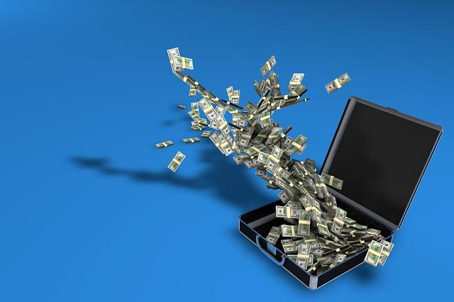 letící peníze do kufru