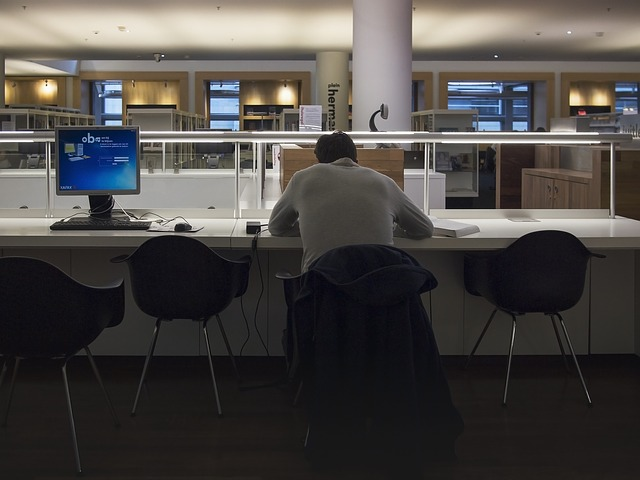 workoholik v práci