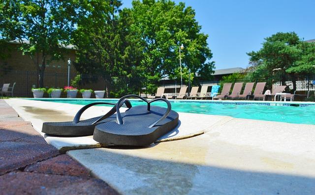 pantofle u bazénu