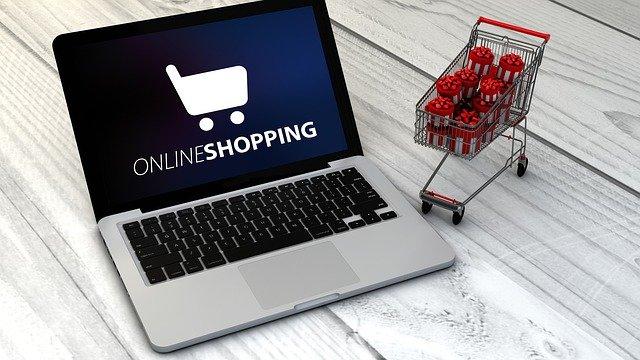 On-line nákupy a vozík s dárky