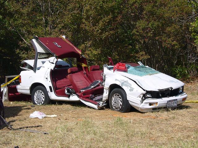 osobní automobil po těžké autonehodě