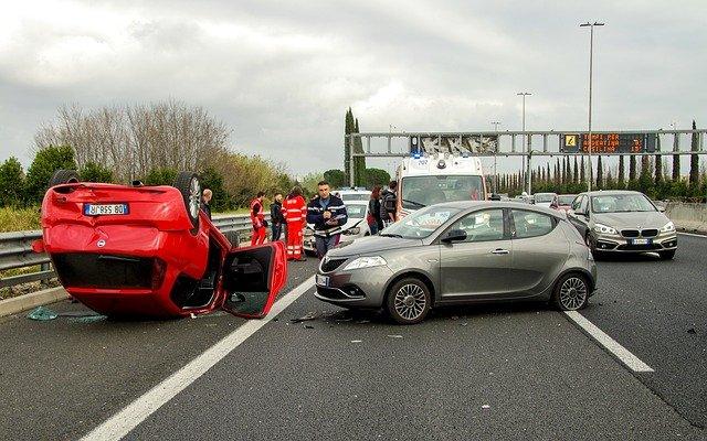 Češi mají strach, že při autonehodě nedokáží zraněným pomoci