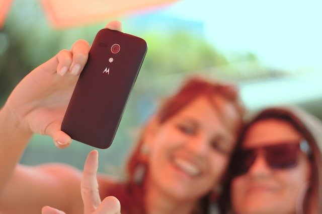 kamarádky fotí selfie