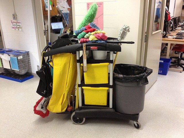 vozík na uklízení