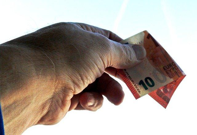 dávání peněz
