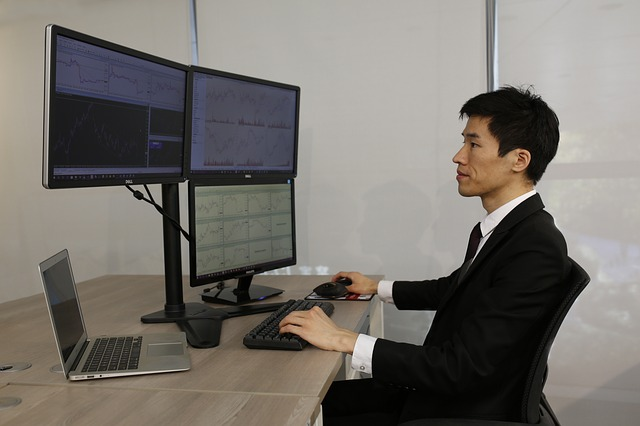 spojené monitory