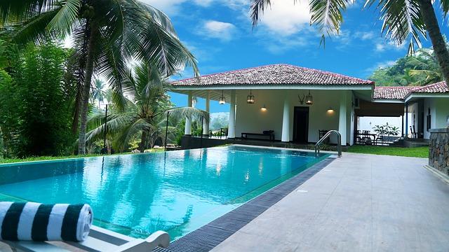 velký bazén u domu