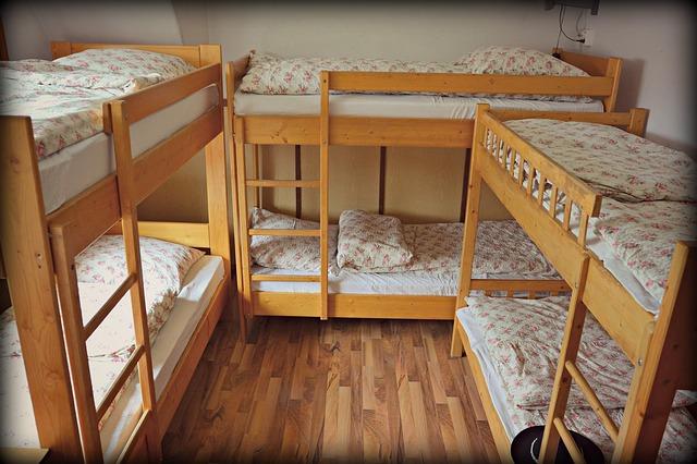 ustlané patrové postele