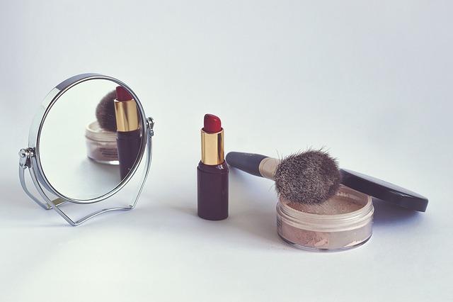 zrcátko a šminky