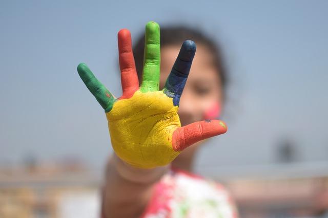 barevná dlaň