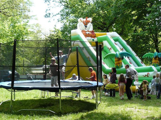 trampolina a skákací hrad