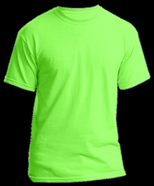 zelené tričko na bílém podkladu