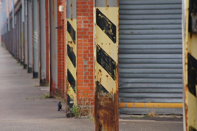 průmyslová vrata v přístavu