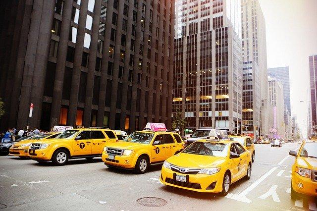 taxíky ve městě
